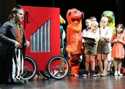 Brundibár - Orgelspiel, Tiere und Kinder
